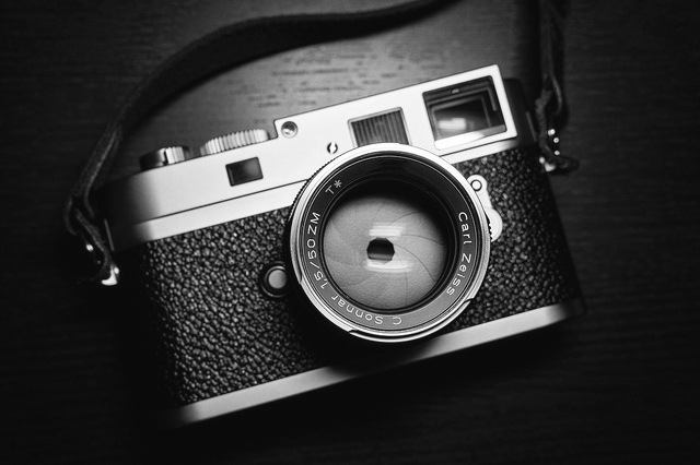Zeiss Sonnar 50mm f/1.5 ZM Lens - Street Photography, Master photographer Oz Yilmaz teach street photography tutorial with Zeiss Sonnar 50mm f/1.5 ZM Lens.