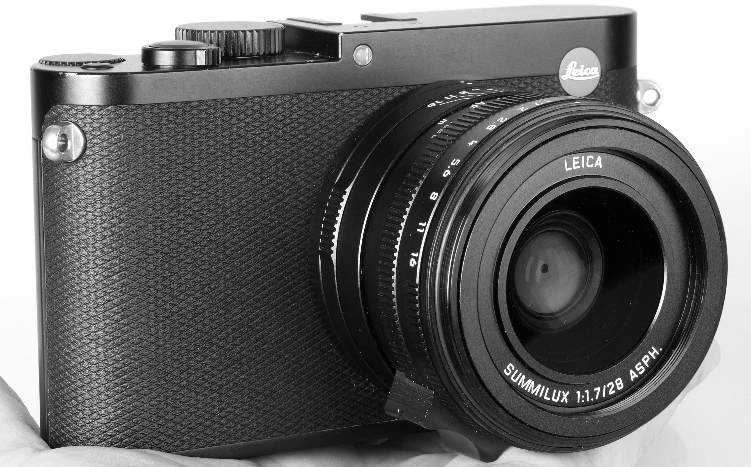 Leica Q Camera Review by Master Photographer Oz Yilmaz explains how to take better photographs with Leica Q camera with photography tips, tutorials, secrets